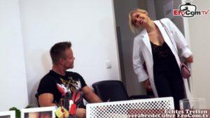Frau Doktor fickt in Arztpraxis Sexpillen Tester