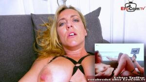 Doppeldildo Camsex mit geiler Lesbe Flora Milano