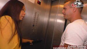 Ficken im Fahrstuhl mit Asiatin Melissa Deep