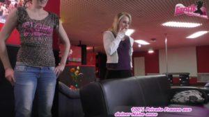 Zwei dünne Frauen teilen sich einen Schwanz FFM